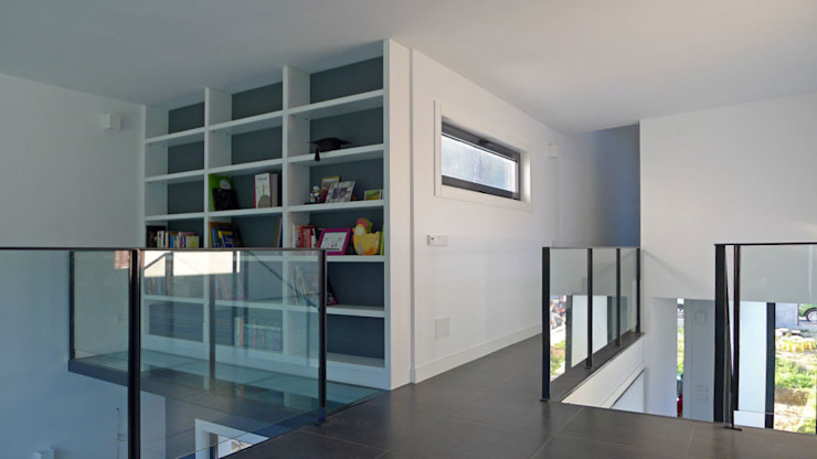 Vivienda en Fornos AD+ arquitectura Estudios y despachos de estilo moderno Tablero DM Blanco