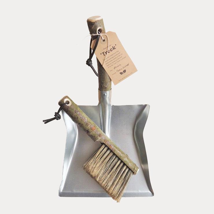 natural wood trook dustpan & brush Fate London HaushaltAccessoires und Dekoration