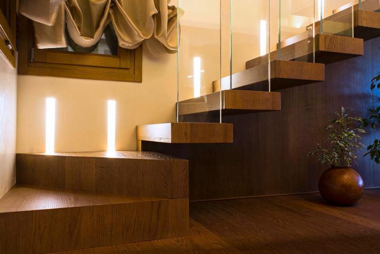 Villa Luisa Matteo Gattoni - Architetto Ingresso, Corridoio & Scale in stile moderno