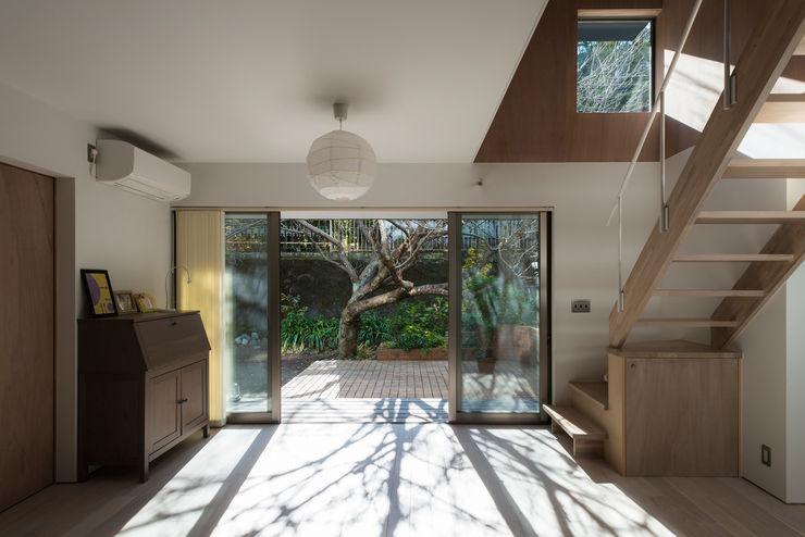 House in Kamakura 白子秀隆建築設計事務所 Asiatische Wohnzimmer