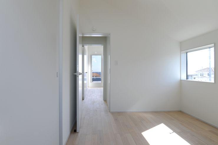 桑名の家 / House in Kuwana 市原忍建築設計事務所 / Shinobu Ichihara Architects モダンスタイルの寝室