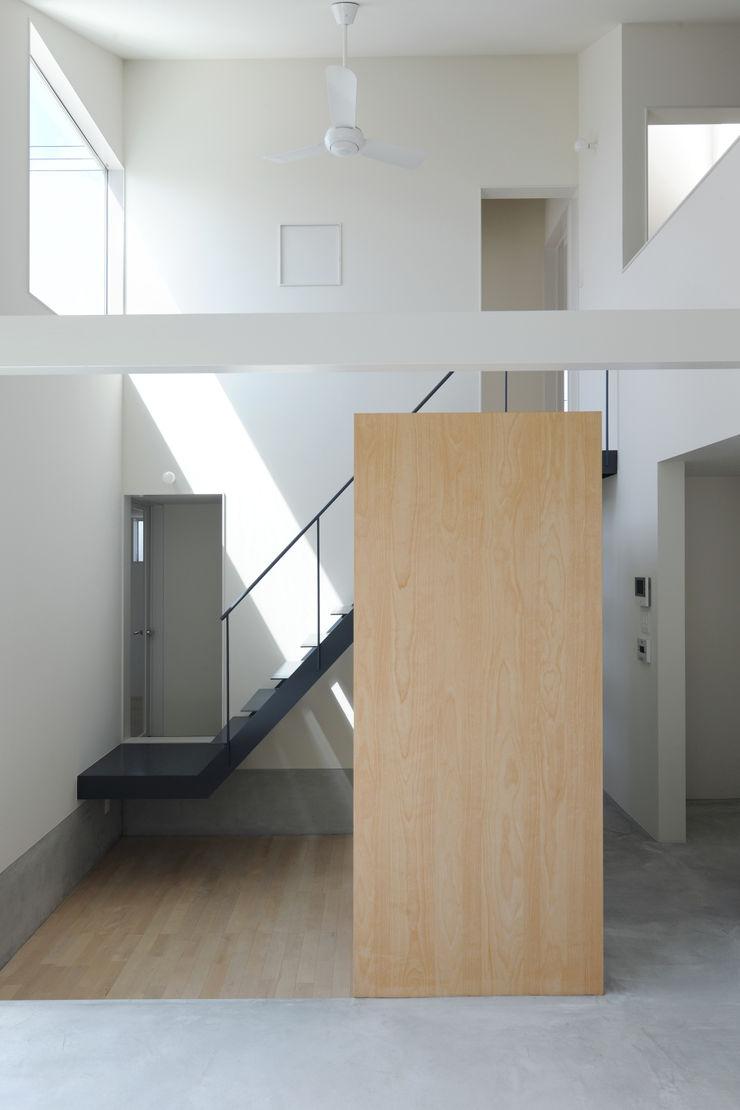 桑名の家 / House in Kuwana 市原忍建築設計事務所 / Shinobu Ichihara Architects モダンデザインの リビング