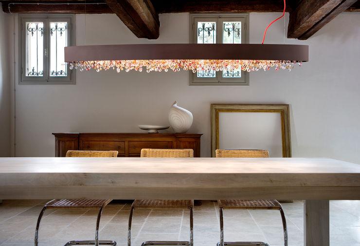 A real winner, from the Venice area Italian Lights and Furniture Ltd Sala de jantarIluminação