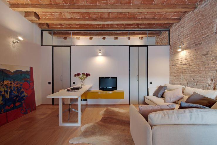 ÀTICO EN GRACIA Lara Pujol | Interiorismo & Proyectos de diseño Comedores de estilo mediterráneo