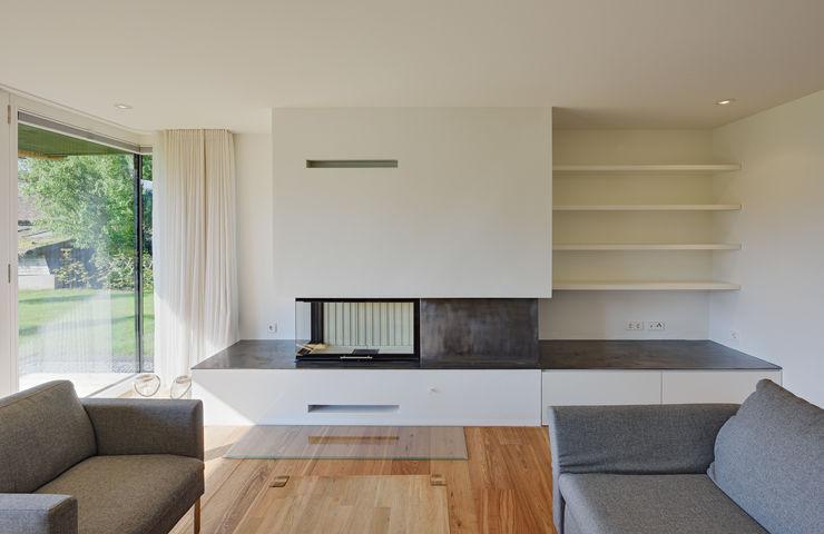 Wohnbefeich mit Kamin Möhring Architekten Moderne Wohnzimmer