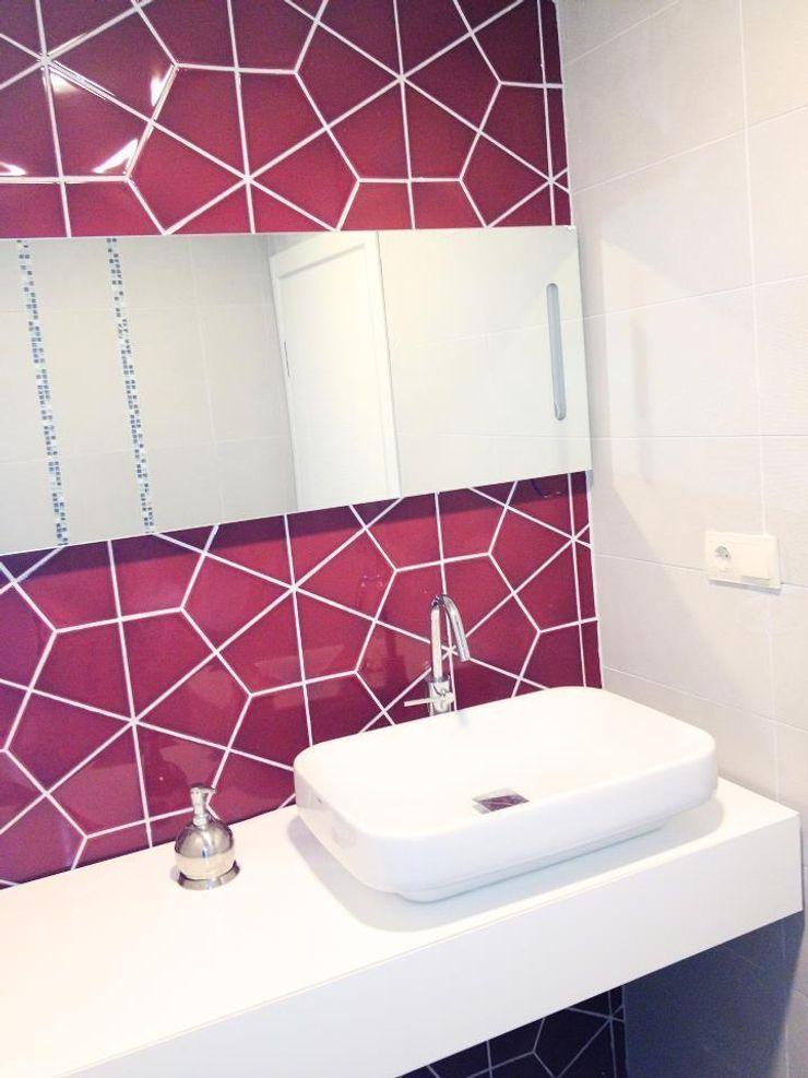 MUNGAN INTERIOR DESIGN Modern style bathrooms