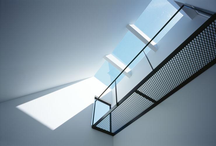 天窓 高橋直子建築設計事務所 ミニマルデザインの リビング