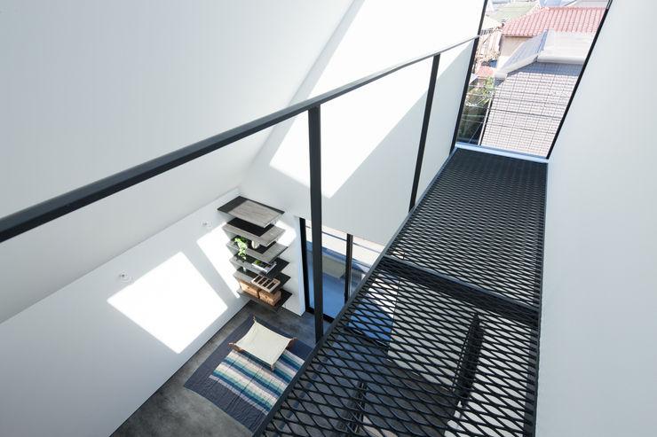 3階 キャットウォーク 高橋直子建築設計事務所 ミニマルスタイルの 玄関&廊下&階段