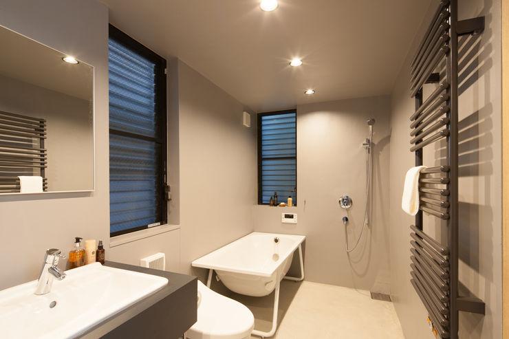1階 バスルーム 高橋直子建築設計事務所 ミニマルスタイルの 温室