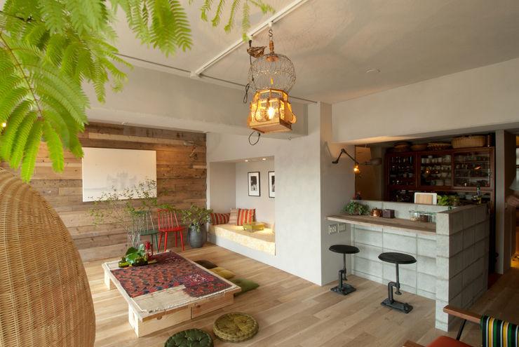 TATO DESIGN:タトデザイン株式会社 Mediterranean style living room