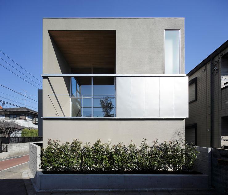 岩崎整人建築設計事務所 (Iwasaki Architect and associates) Modern style balcony, porch & terrace