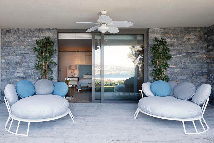 Escapefromsofa Moderner Balkon, Veranda & Terrasse