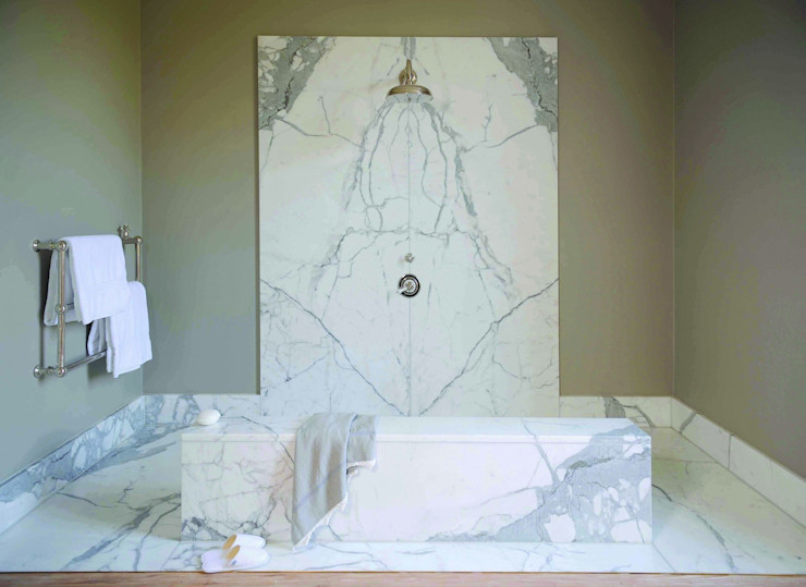 Statuary Marble Wetroom Stone Age Baños de estilo clásico