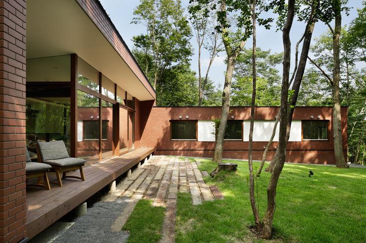 atelier137 ARCHITECTURAL DESIGN OFFICE 房子 磚塊 Brown
