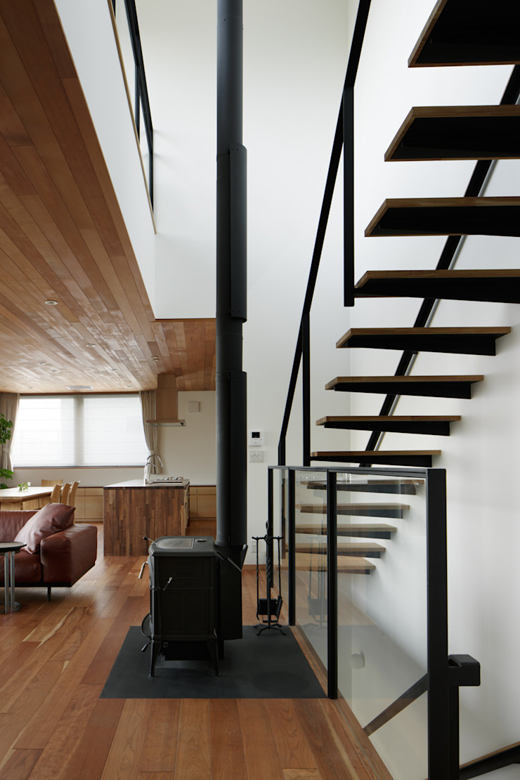 atelier137 ARCHITECTURAL DESIGN OFFICE Modern Corridor, Hallway and Staircase Wood Brown