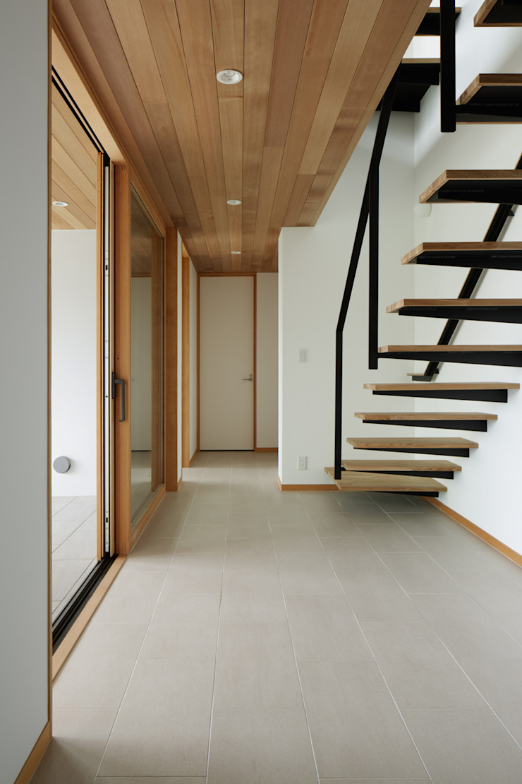 atelier137 ARCHITECTURAL DESIGN OFFICE Modern Corridor, Hallway and Staircase Tiles Beige