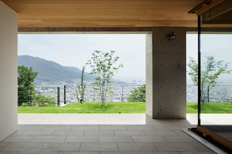 atelier137 ARCHITECTURAL DESIGN OFFICE Modern Terrace Tiles Beige