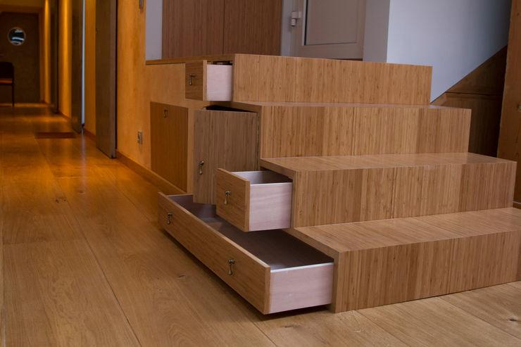 Ulrik Nolland Pasillos, vestíbulos y escaleras de estilo moderno