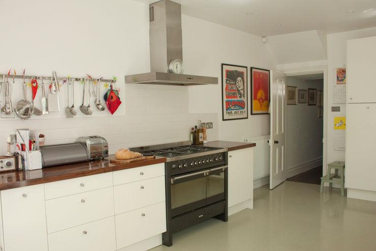 Kitchen with range cooker Dittrich Hudson Vasetti Architects وحدات مطبخ