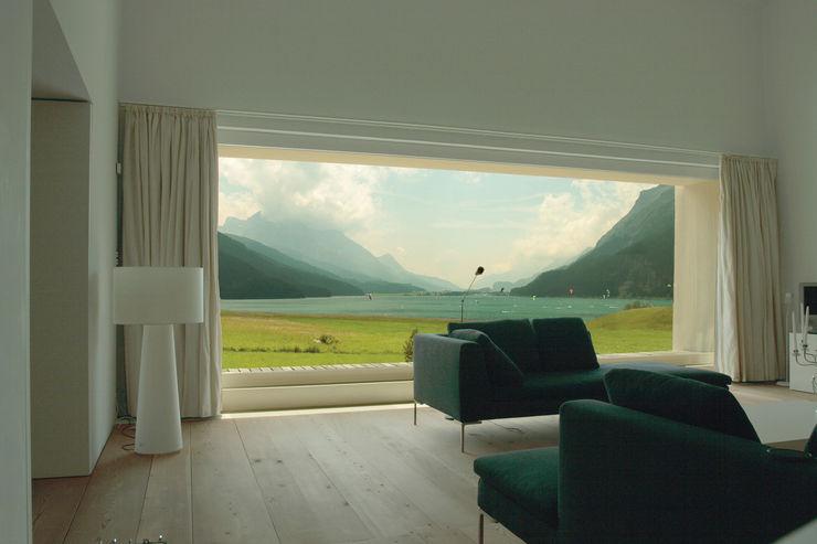 Stunning lake-side views homify Windows & doors Window decoration
