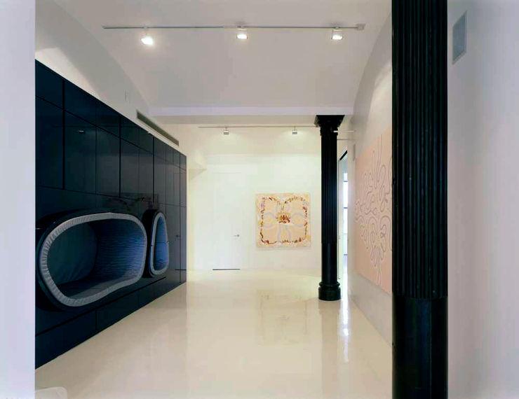 Noho Loft, New York studioMDA Minimalist corridor, hallway & stairs