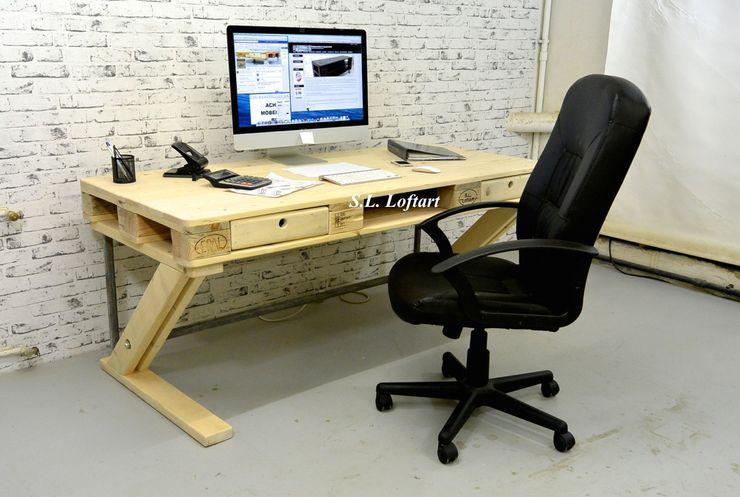 Paletten Schreibtisch 'Office' homify ArbeitszimmerSchreibtische