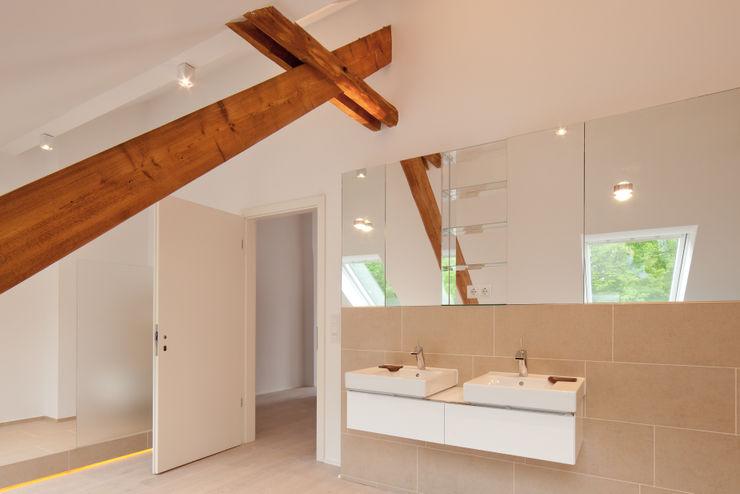 Beck+Blüm-Beck Architekten Modern bathroom