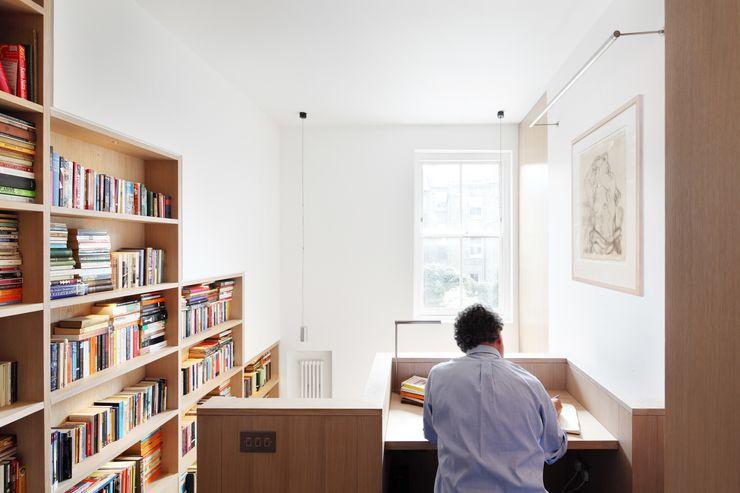 Book Tower House Platform 5 Architects LLP 모던스타일 서재 / 사무실