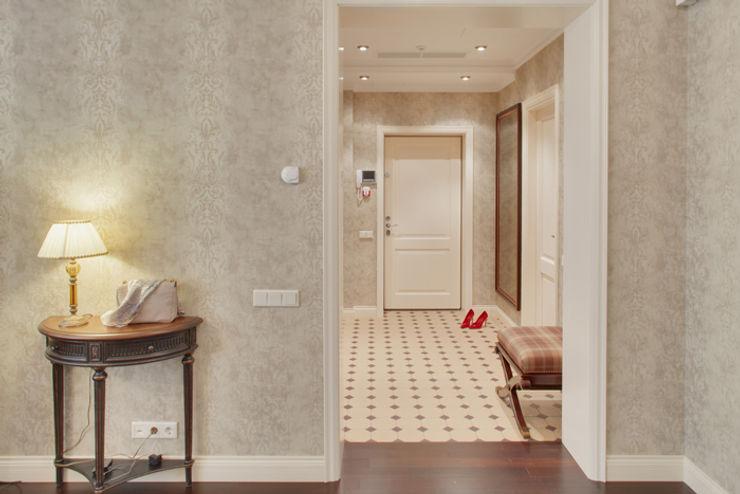 Порядок вещей - дизайн-бюро Classic style corridor, hallway and stairs