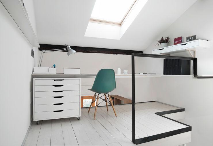PLUS ULTRA studio Minimalist study/office