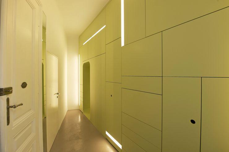 3rdskin architecture gmbh Vestíbulos, pasillos y escalerasAlmacenamiento