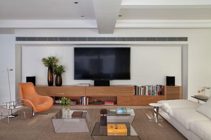 Gisele Taranto Arquitetura 现代客厅設計點子、靈感 & 圖片