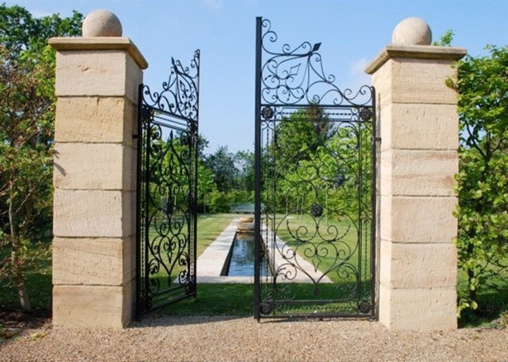 Bespoke Garden entrance gate designed by customer and painted black F E PHILCOX LTD 花園柵欄與牆