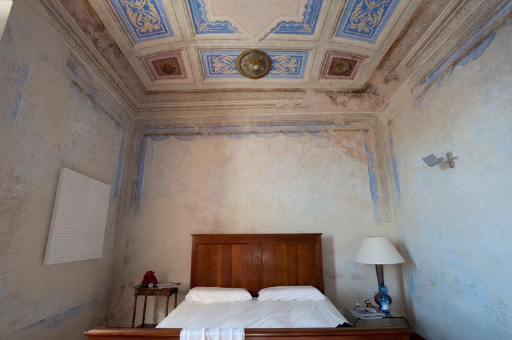 Officina29_ARCHITETTI Modern style bedroom