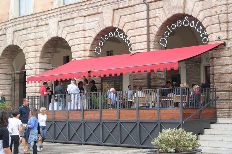 Arredo di una yogurteria Architetto Paolo Cruciani Negozi & Locali commerciali in stile classico