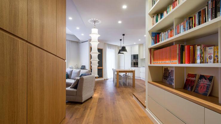 Appartamento a Garbatella Archifacturing Ingresso, Corridoio & Scale in stile moderno