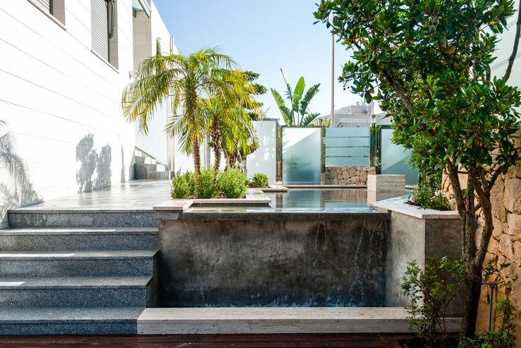 Diseño de jardín y estanque en vivienda de lujo. David Jiménez. Arquitectura y paisaje Jardines de estilo clásico