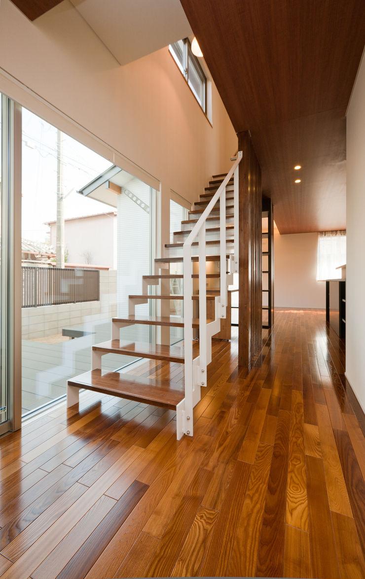 エヌスペースデザイン室 Eclectic corridor, hallway & stairs