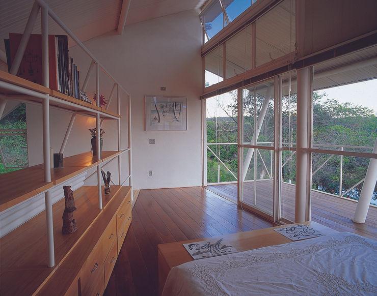 Casa Eugênia por Joao Diniz Arquitetura JOAO DINIZ ARQUITETURA Quartos modernos