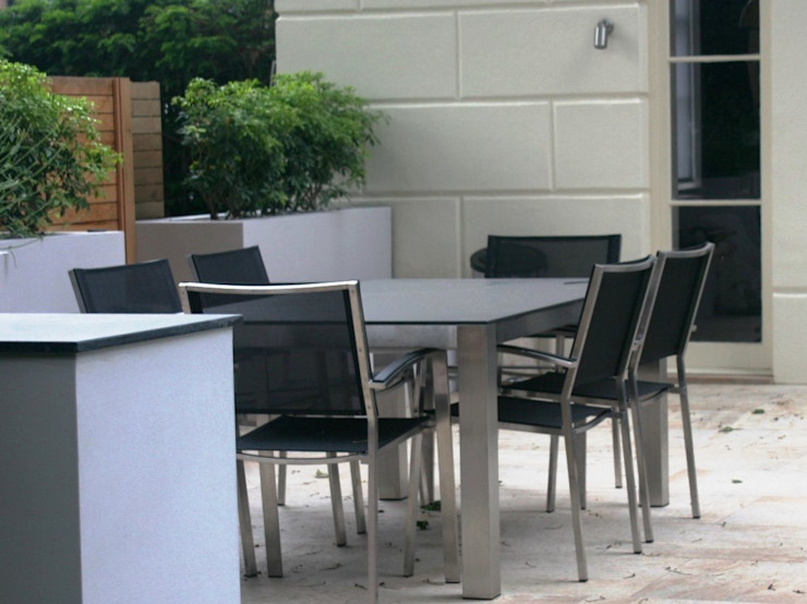 Patio dining area Rae Wilkinson Design Ltd Taman Modern