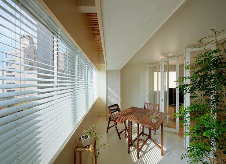 インナーテラス 上部は格子で空気が循環する UZU 北欧スタイルの 温室