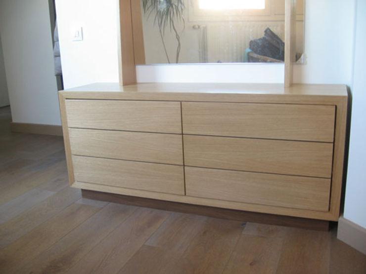 Commode basse avec miroir (détail tiroirs) A-A Dimension SARL Couloir, entrée, escaliersCommodes & étagères