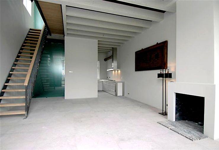 Loft in oude textielfabriek Archivice Architektenburo Moderne woonkamers