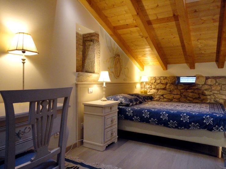 Talamo di Corte Serena Morando - restauro di un immobile storico destinandolo a struttura ricettiva Architetto Teresa Costalunga Camera da letto in stile classico