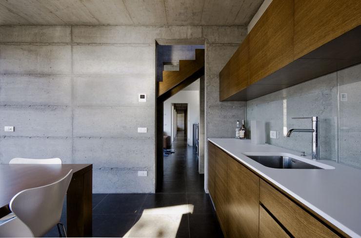 PRR Architetti - Stefano Rigoni Sara Pivetta Stefania Restelli Modern kitchen