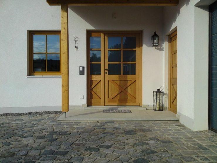 Braun Steinmetz GmbH & Co. KG Paredes y pisos de estilo clásico