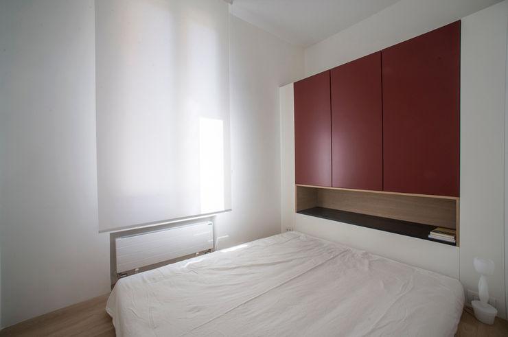 Casa per un fotografo Silvia Bortolini architetto Camera da letto minimalista