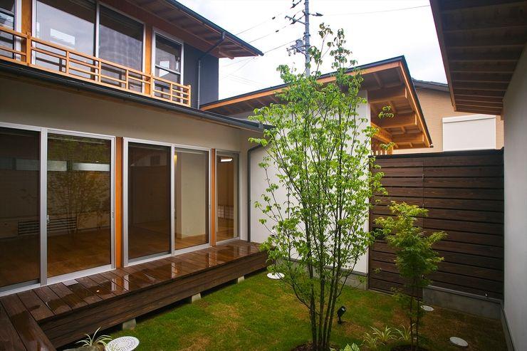 Y.Architectural Design Jardines de estilo moderno