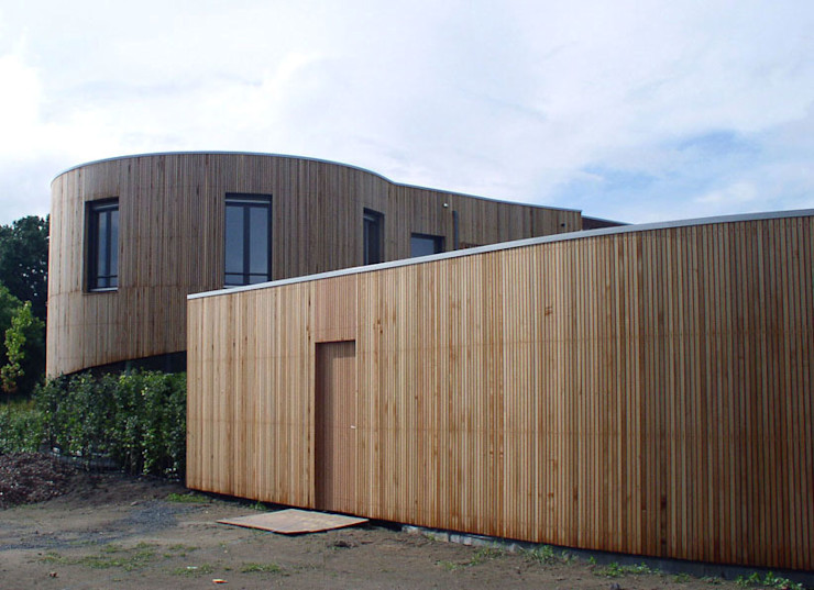 woning Teteringen, bijgebouw als tuinafscheiding Florian Eckardt - architectinamsterdam Moderne garage