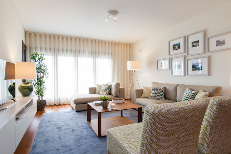 Traço Magenta - Design de Interiores Soggiorno moderno